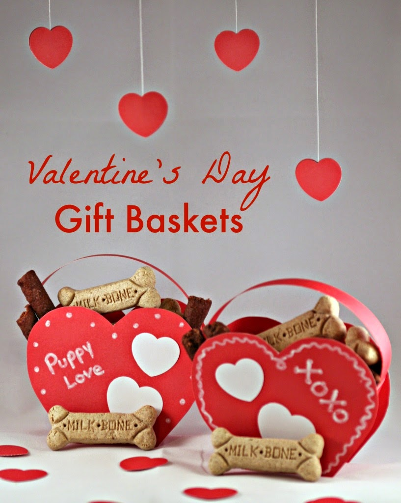 http://mamamommymom.com/free-valentines-day-treats-basket-pattern/