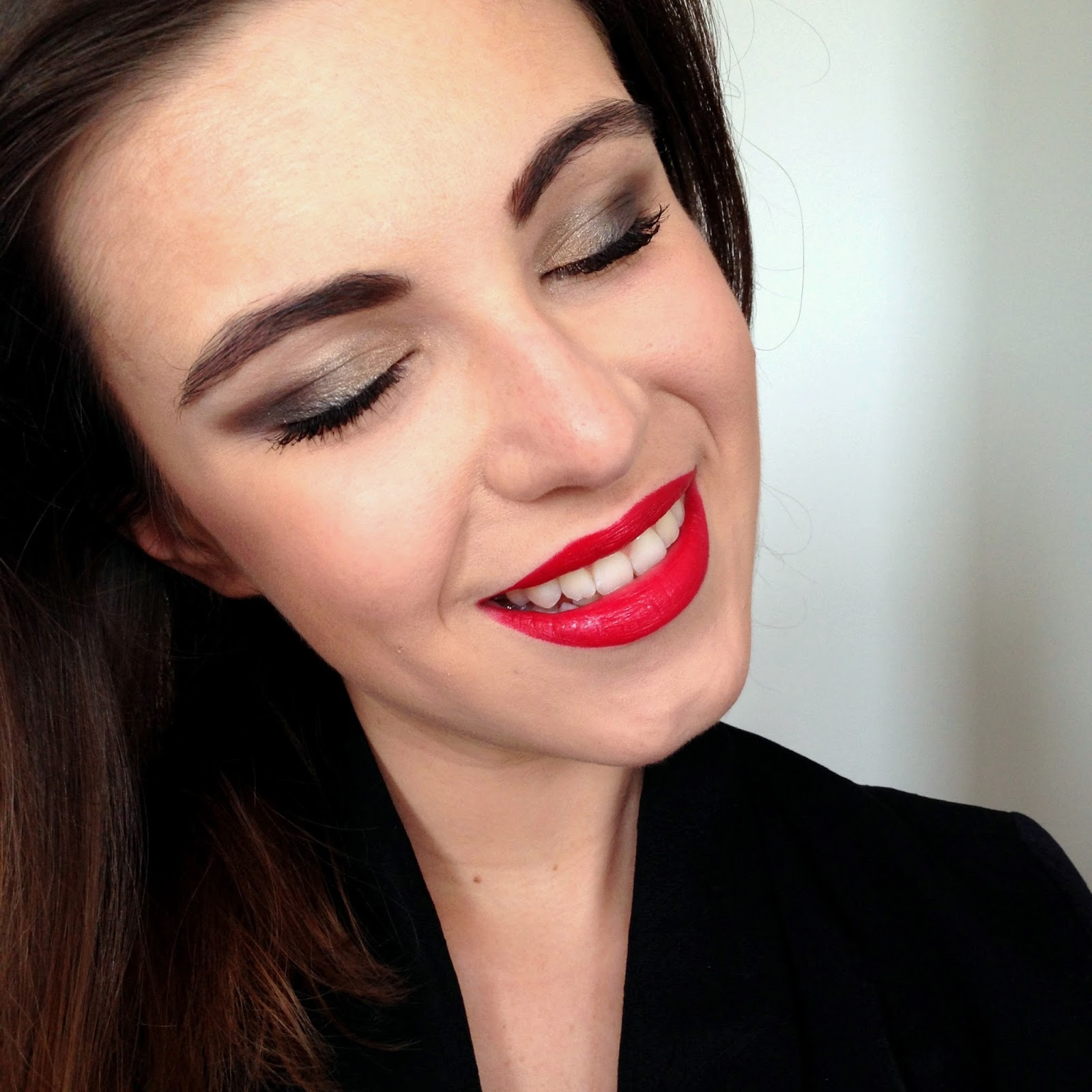Fabuleux Maquillage de Noël : bouche rouge et smoky eye - The Mariette blog  IG68