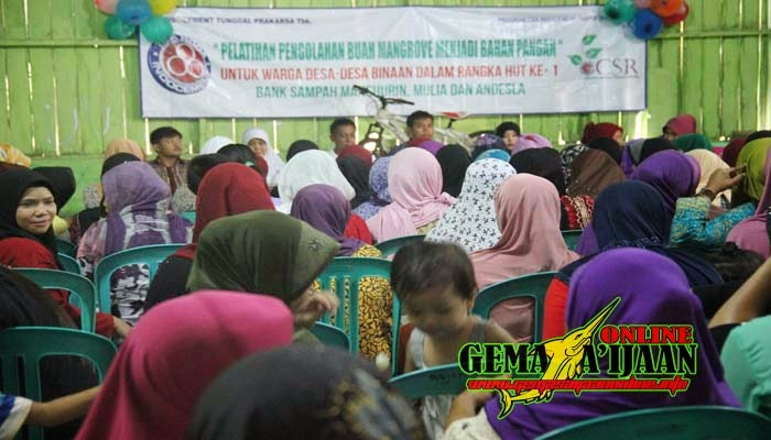Indocement Latih Warga Olah Buah Mangrove