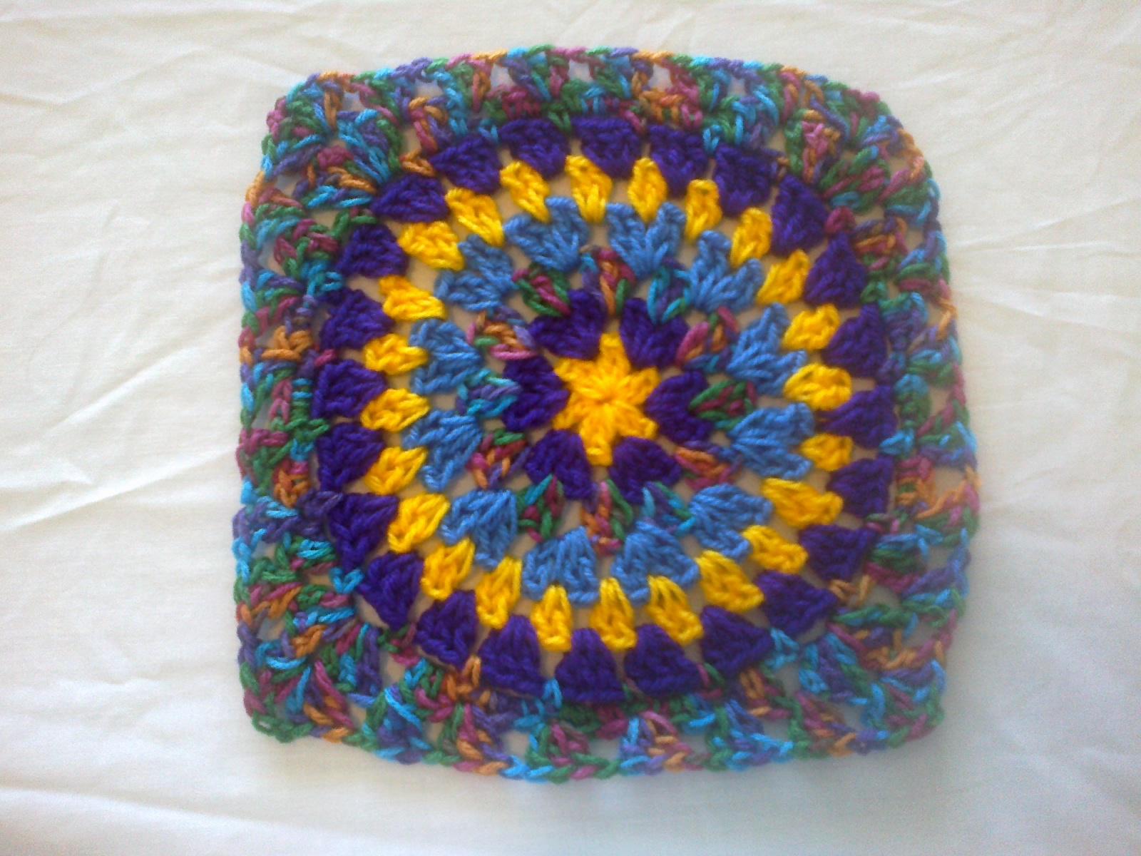 Diane\'s Crochet: Circle Granny Square Baby Blanket