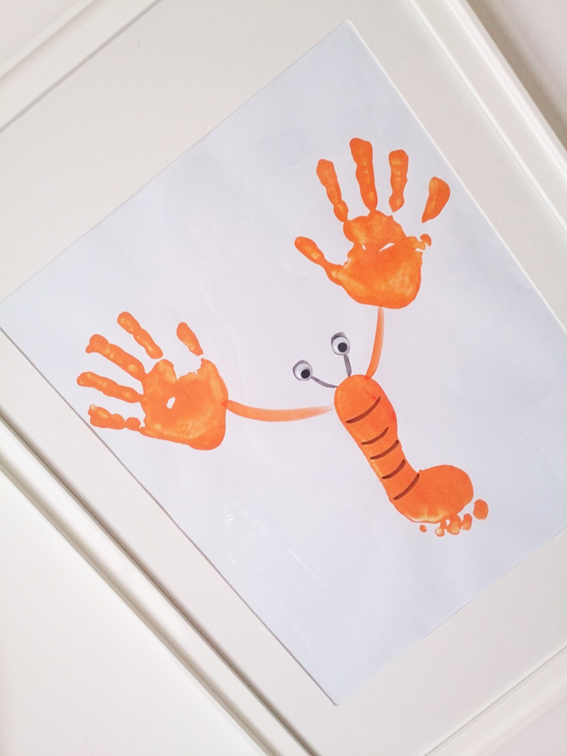 Manualidad Decorar en familia_ Lámina cangrejo pintada con pies y manos5