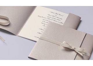 contoh gambar kartu undangan pernikahan  simple putih pita
