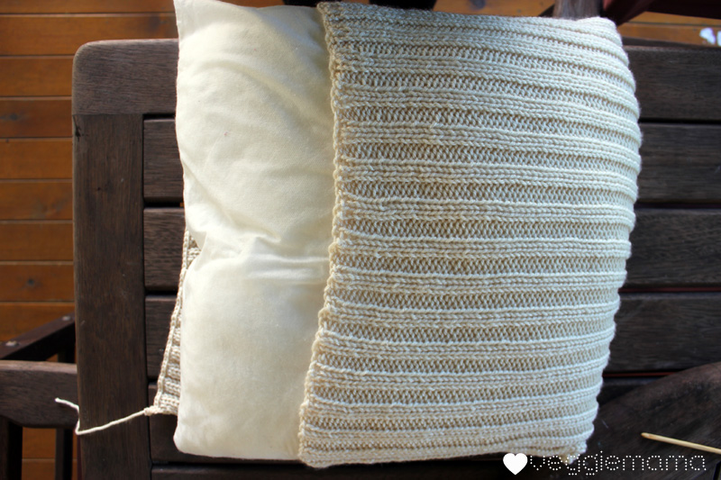 Easy Knitted Cushion Patterns : Knit a simple cushion cover {free pattern} Veggie Mama