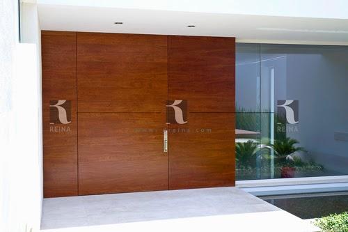 Cocinas puertas vestidores y muebles en madera en for Puertas principales modernas de madera