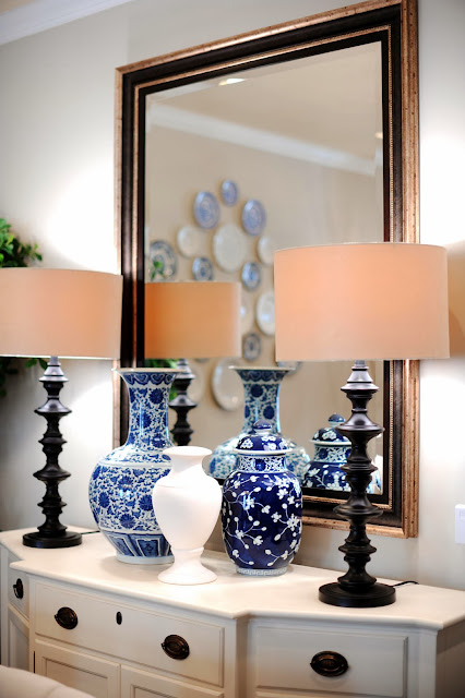 closer look to the buffet reveals two patterned vases in blue and another white one reflected by big rectangular mirrors for more dramatic look