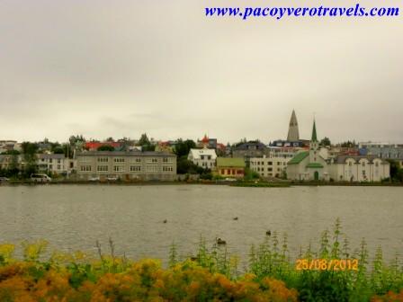 visita al lago tjorn en reykjavik