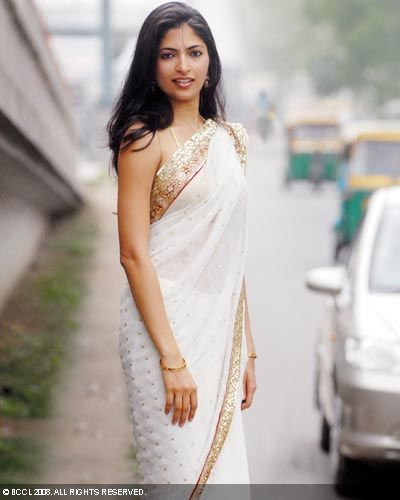 Parvathy Omanakuttan in white saree - Parvathy Omanakuttan Hot Pics