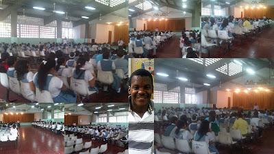 Miguel Perez Marquez con los estudiantes del INEM Cartagena