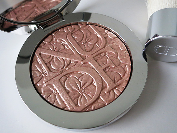 Diorskin Nude Air Glowing Gardens Illuminating Powder in Glowing Nude