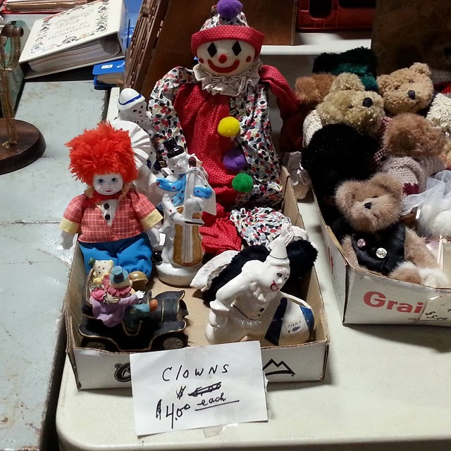 #thriftscorethursday Week 88 | Instagram user: erin_coleen shows off this Box of Creepy Clowns