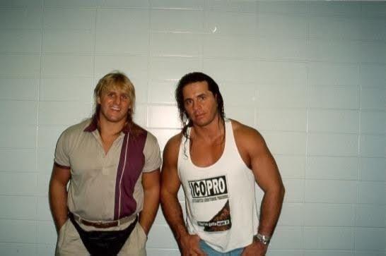 Owen Hart And Bret Hart Owen hart (izq) junto a su