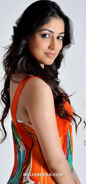 Yami Gautam Orange Dress hot pics - (2) - Yami Gautam Orange Dress hot pics