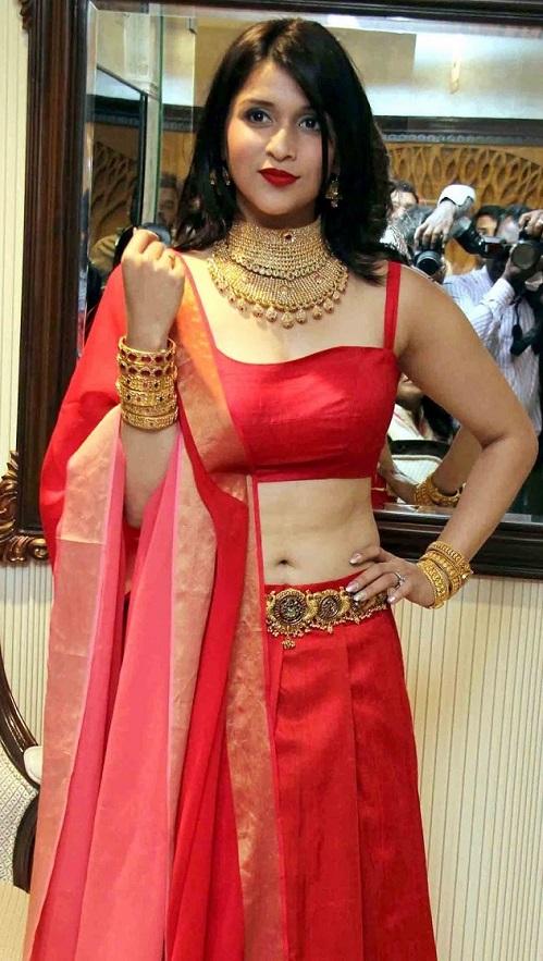 Mannara Chopra sexy