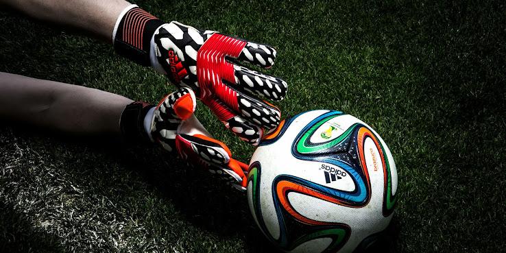 Nuevos guantes de arquero adidas Battle Pack para el Mundial de Brasil