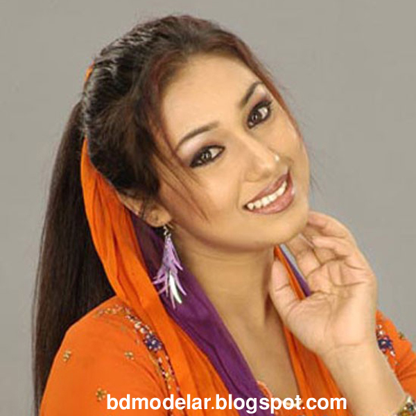 dallywood Actress Apu Biswas is Acting in her movie
