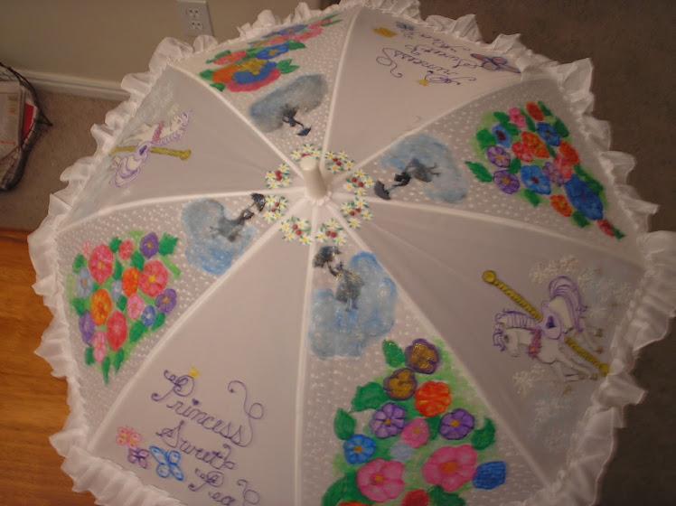 white carosel parasol (m.p.)