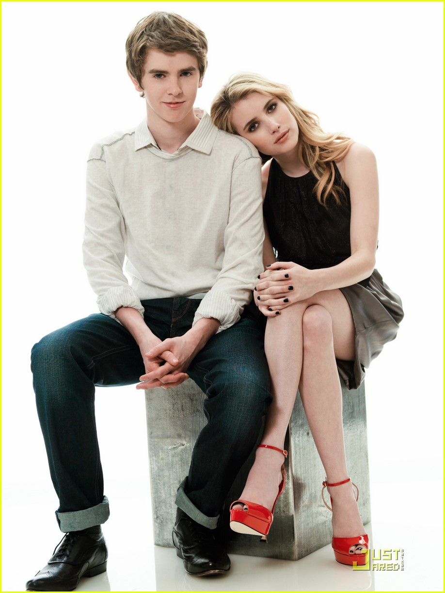 Olivia Cooke And Freddie Highmore Kiss Blog de las celebridad...