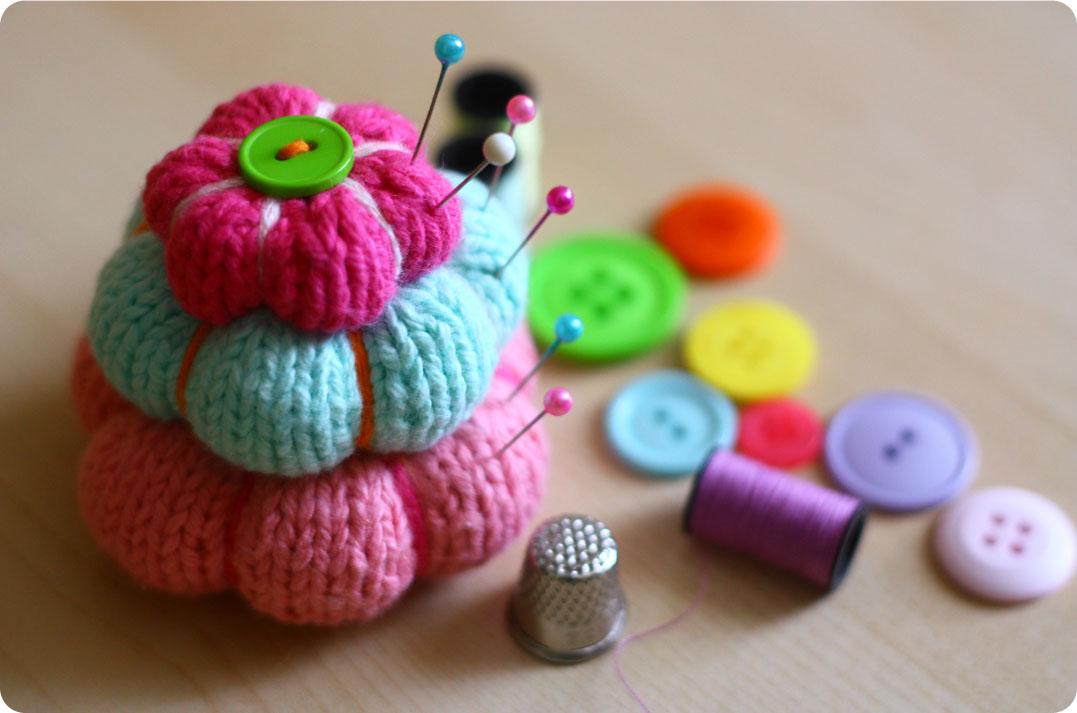 Knitting Pattern Pin Cushion : Lydias Treasures: Knitted Pincushion Tutorial