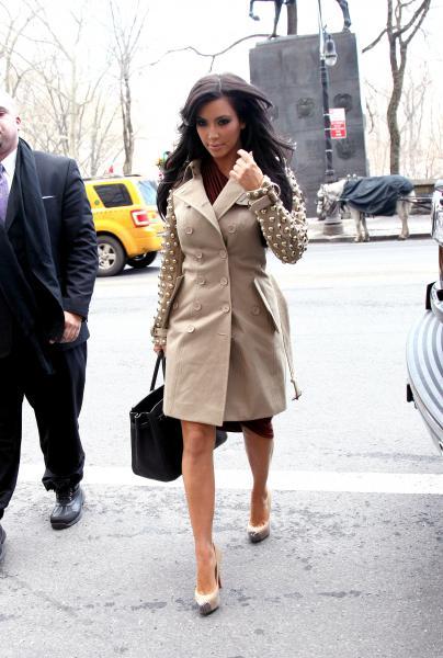 hot celebrities pics photos kim kardashian sexy pics on 8 february at rachael ray show