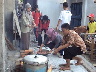 Memasak Daging Hewan Qurban SMP Muhammadiyah 1 Kartasura