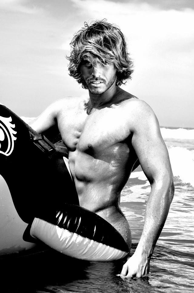 Franklin David aceitou posar nu para algumas fotos mais ousadas. Foto: Rodrigo Marconatto