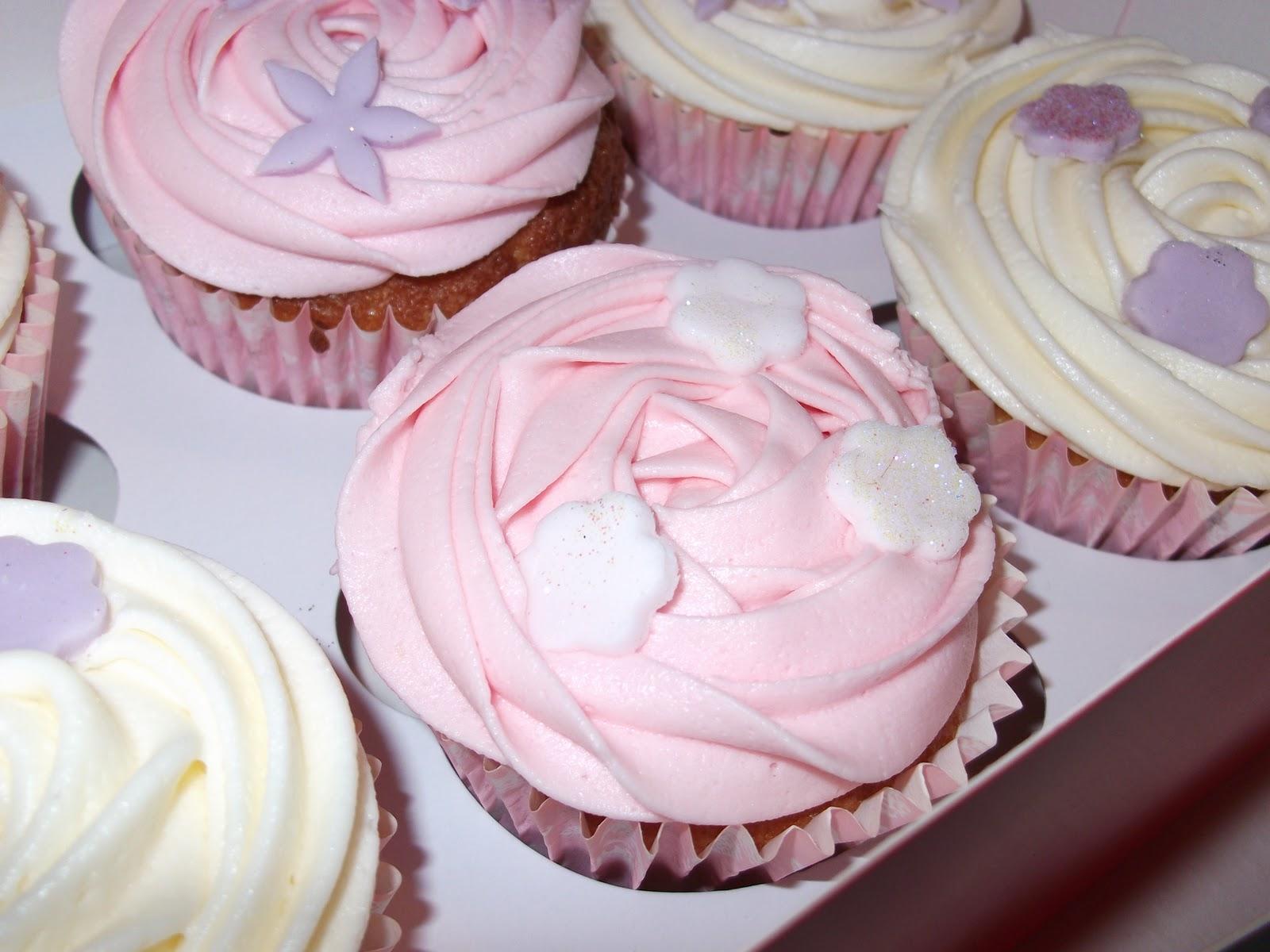 My Life In Cakes Girlie Birthday Cakes Edible Diamonds