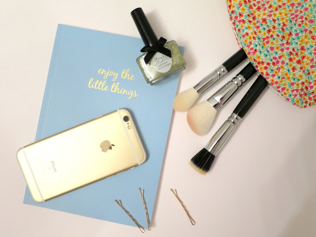 What I Got For Christmas Presents 2015 iphone 6s zoeva classic face set maggs london make up bag chroma notebook