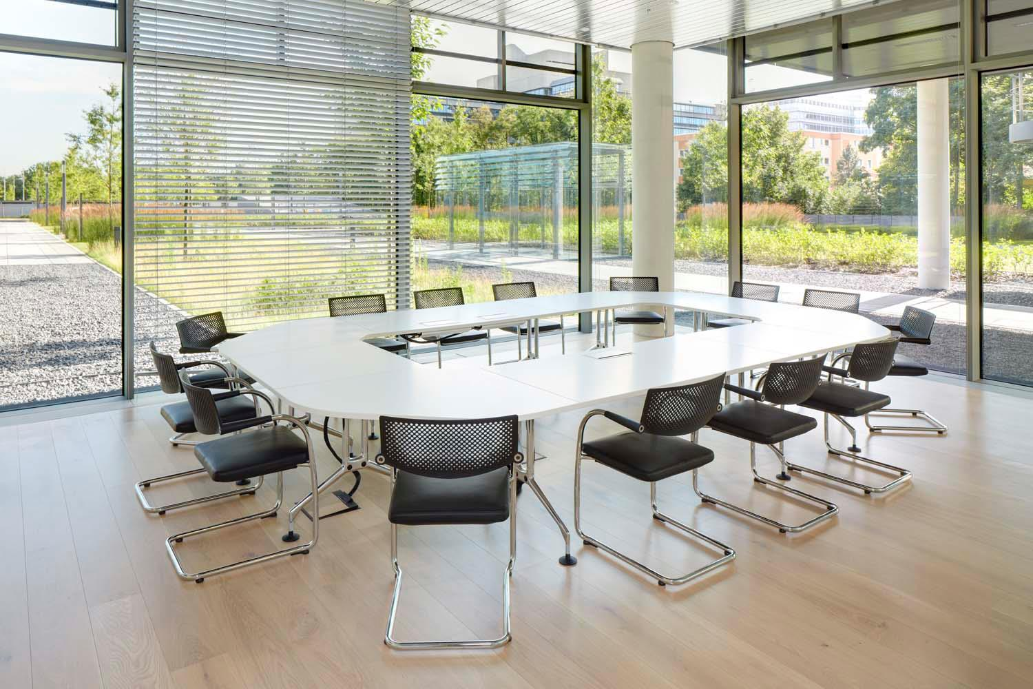 Vitra furniture hdi gerling talanx office hanover germany for Office design vitra