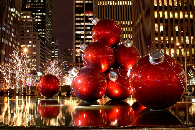 A little bit of ash spotlight on new york for the holidays for When does new york start decorating for christmas