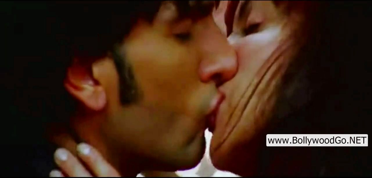 wallpaper hot kiss. anushka sharma hot. wallpaper