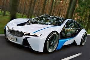 Mobil Listrik vs. bahan bakar hidrokarbon  Tesla Roadster memakai listrik sejumlah 17. 4 kW·h/100 km, sedang EV1 sejumlah 11 kW·h/100 km. Mobil listrik yang lain seperti Nissan Leaf memakai listrik sebesar 21. 25 kW·h/100 km, yang diukur oleh Tubuh Perlindungan Lingkungan Amerika Serikat.