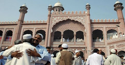 eid ul fitr in pakistan essay Chaand raat (bengali: চাঁদ রাত, urdu: چاند رات  , hindi: चाँद रात literally night of the moon) is a bengali, urdu and hindi locution used in bangladesh, pakistan and india for the eve of the muslim festival of eid ul-fitr it can also mean a night with a new moon for the new islamic month shawwal.
