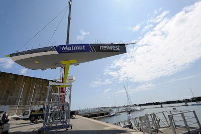 Newrest Matmut se refait une beauté en chantier avant le Vendée Globe.