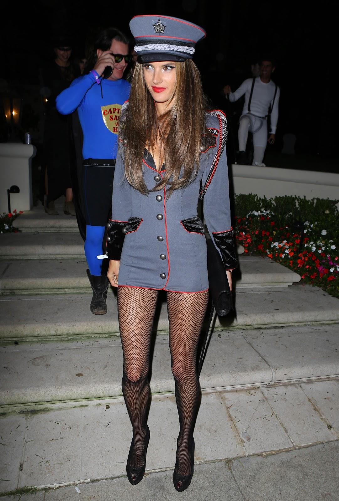http://3.bp.blogspot.com/-NCrhoXKfW7c/UIxnfO57CnI/AAAAAAAAWr0/Dts4EQ0P4kQ/s1600/Alessandra+Ambrosio+attending+a+Halloween+party+2012+in+Beverly+Hills.jpg