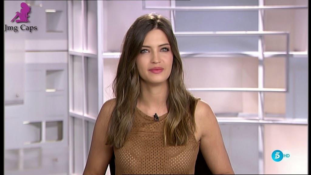 SARA CARBONERO, INFORMATIVOS TELECINCO (14.04.15)
