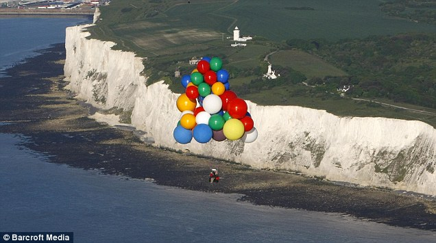 Jonathan Trappe, helium balloon chair, English Channel