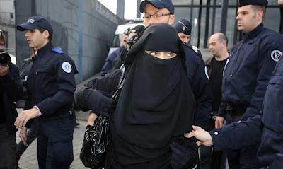 pengusaha muslim rasyid nikaz mengalahkan prancis demi cadar.