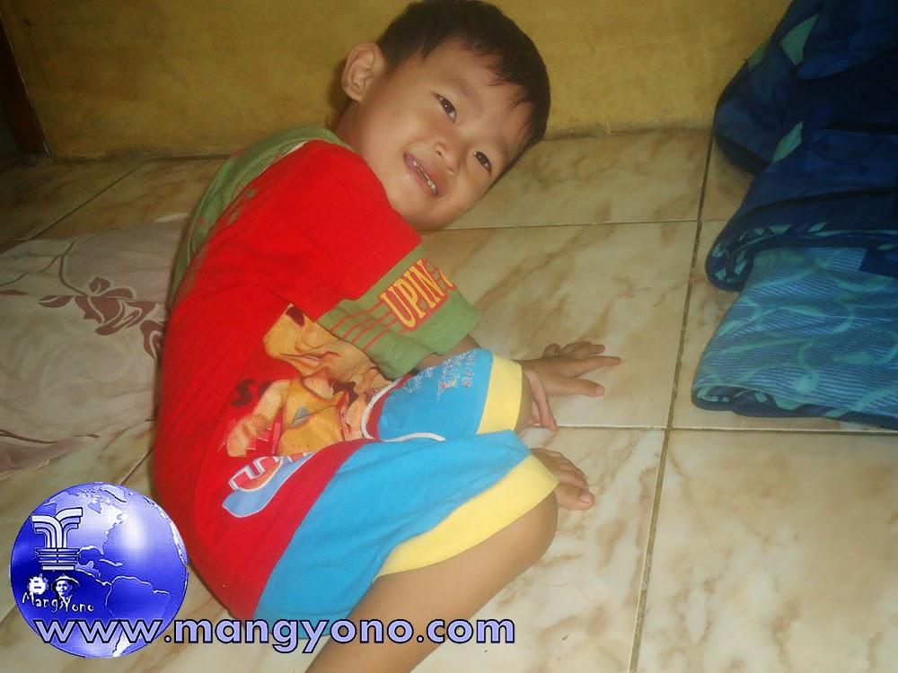 Membiasakan Anak mau ditinggalkan Ayah Bunda bekerja. Foto Gigin jepretan 15/12/2014