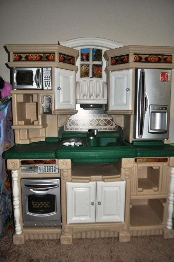 Step 2 LifeStyle Dream Kitchen $45 (SOLD)