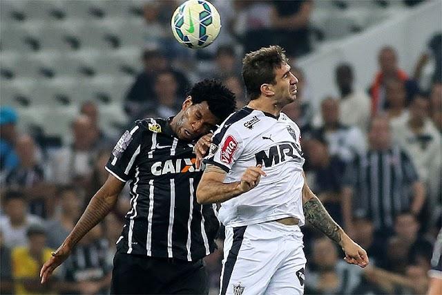 Galo joga como se a casa fosse sua, mas se rende à retranca do Corinthians