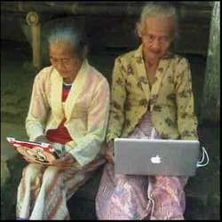 Nenek nenek lagi pada chat