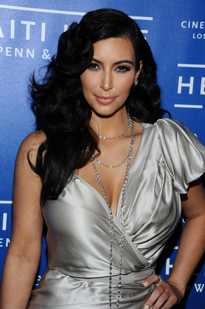 Photographies Kim Kardashian Curly Hairstyles