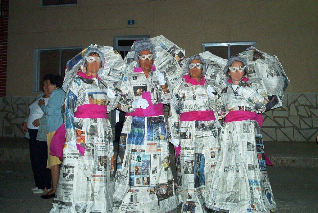 Disfraz de poca con papel - Trajes de carnaval de epoca ...