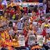 Bild des Tages - Makedoniens Fans lesen Zeitung