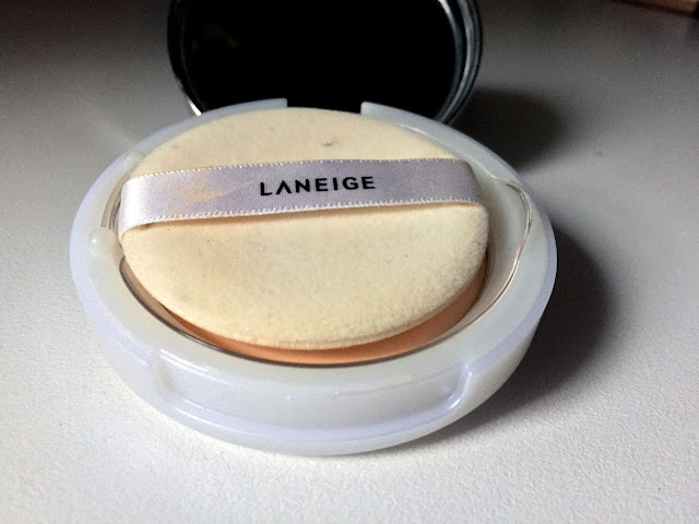 Laneige Water Supreme Finishing Pact SPF 25PA++ sponge