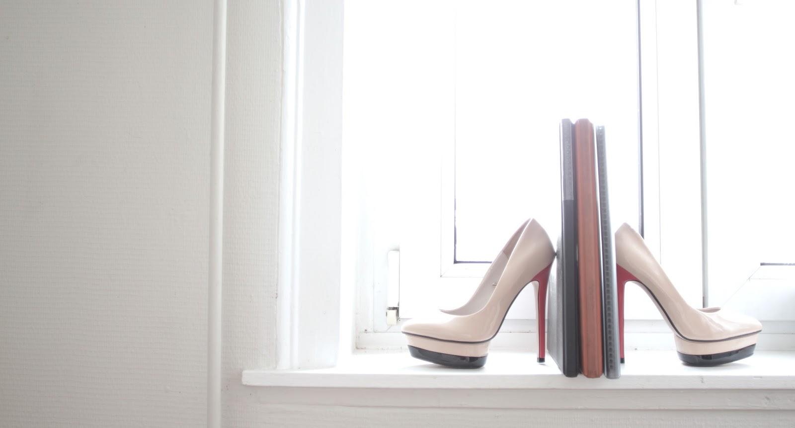 slice of fashion life model insider cr er son book. Black Bedroom Furniture Sets. Home Design Ideas