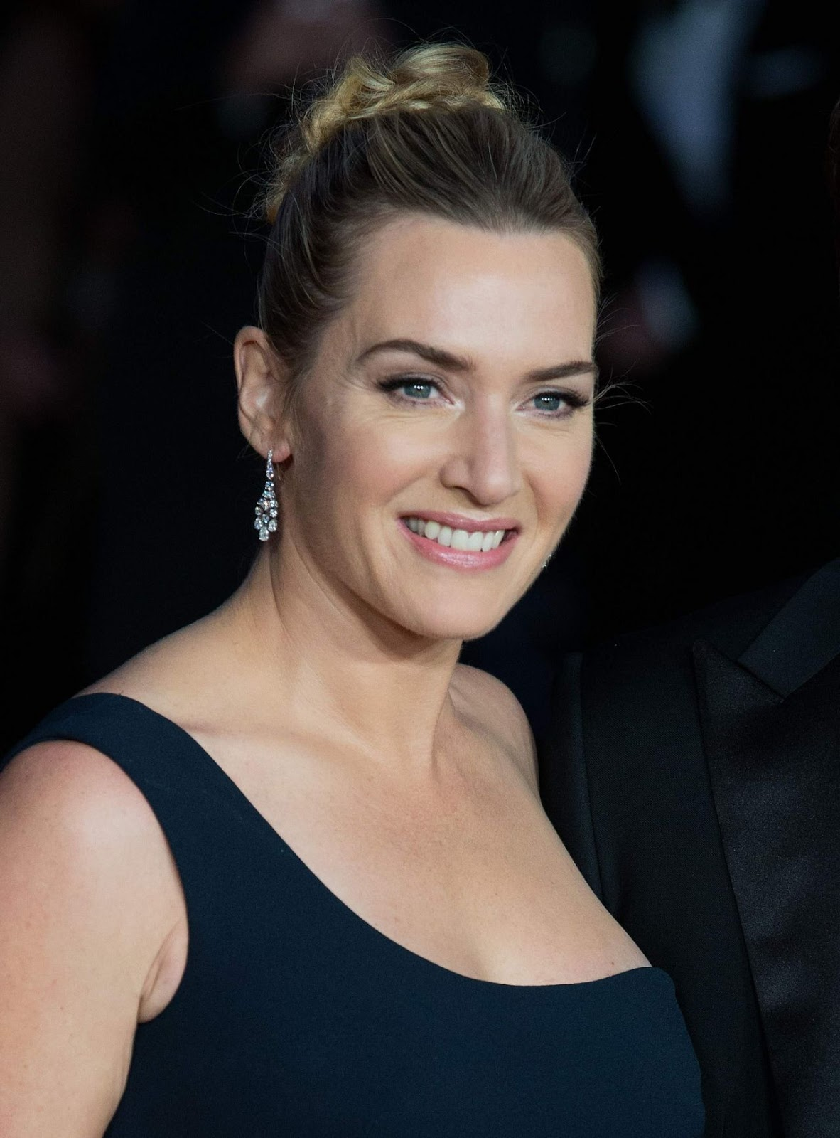 Kate Winslet flaunts figure at the 'Steve Jobs' premiere ... Kate Winslet
