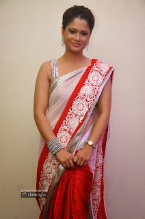 Anchor-Shilpa-Chakravarthy-in-Saree-at-Palnadu-Audio-Launch