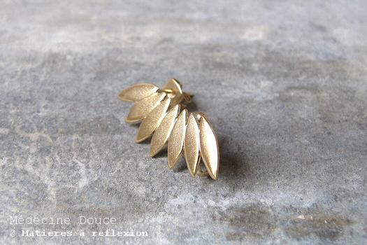 Bijou d'oreille feuilles dorées Medecine douce earcuff Javelot