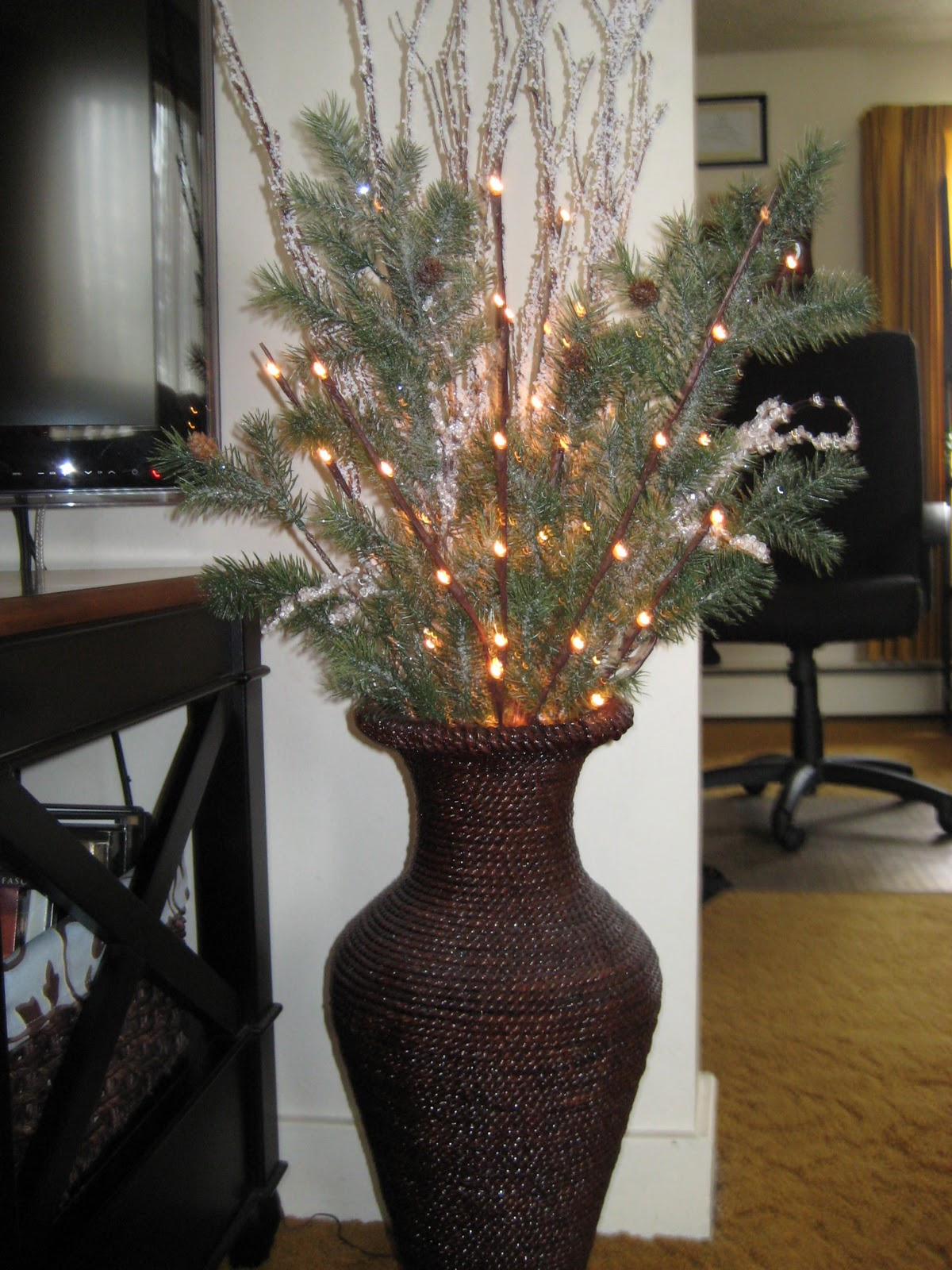 Simply Sophisticated: Home Decor Seasonal Floor Vase Display